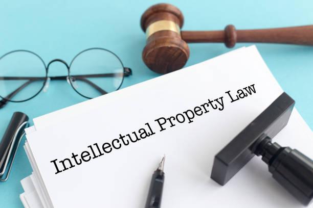 concept de droit de la propriété intellectuelle - marque déposée photos et images de collection