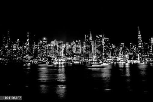 507831914 istock photo MONOCHROME NYC SKYLINE 1194196727