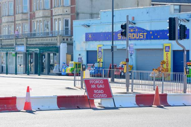 LOCKDOWN COVID 19 COUNCIL CLOSE ROADS TO BARRY ISLAND BEACHES stock photo