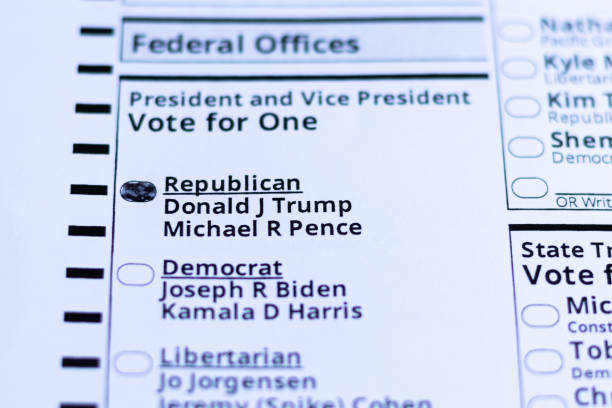 person voted for republican donald j trump and michael r pence during the 2020 presidential election in the united states of america. portland, oregon / usa - october 2020. - biden zdjęcia i obrazy z banku zdjęć