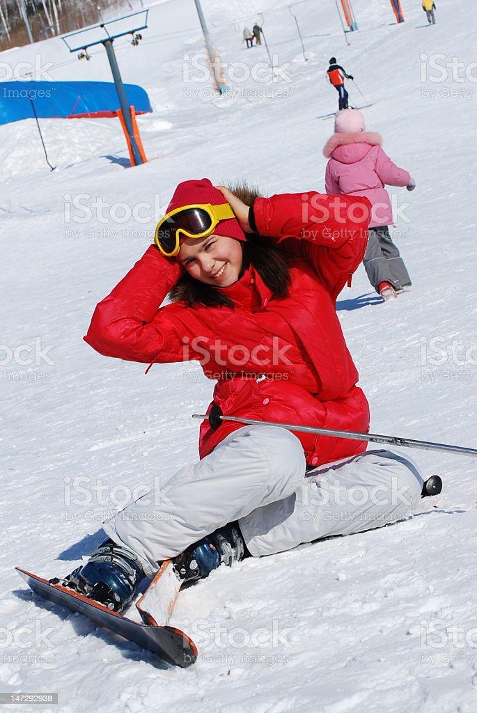 Портрет молодой девушки на горных лыжах royalty-free stock photo
