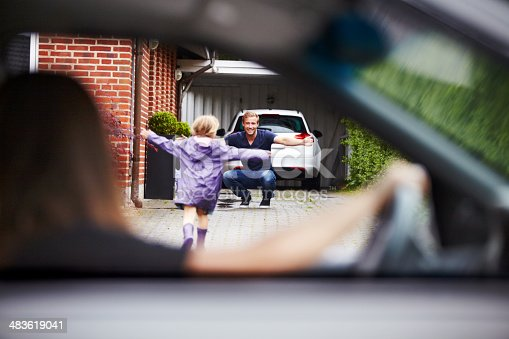 istock So excited to see daddy! 483619041