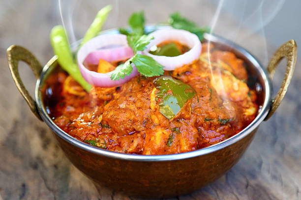 estilo indiano queijo cottage prato vegetariano ao curry. - caril - fotografias e filmes do acervo