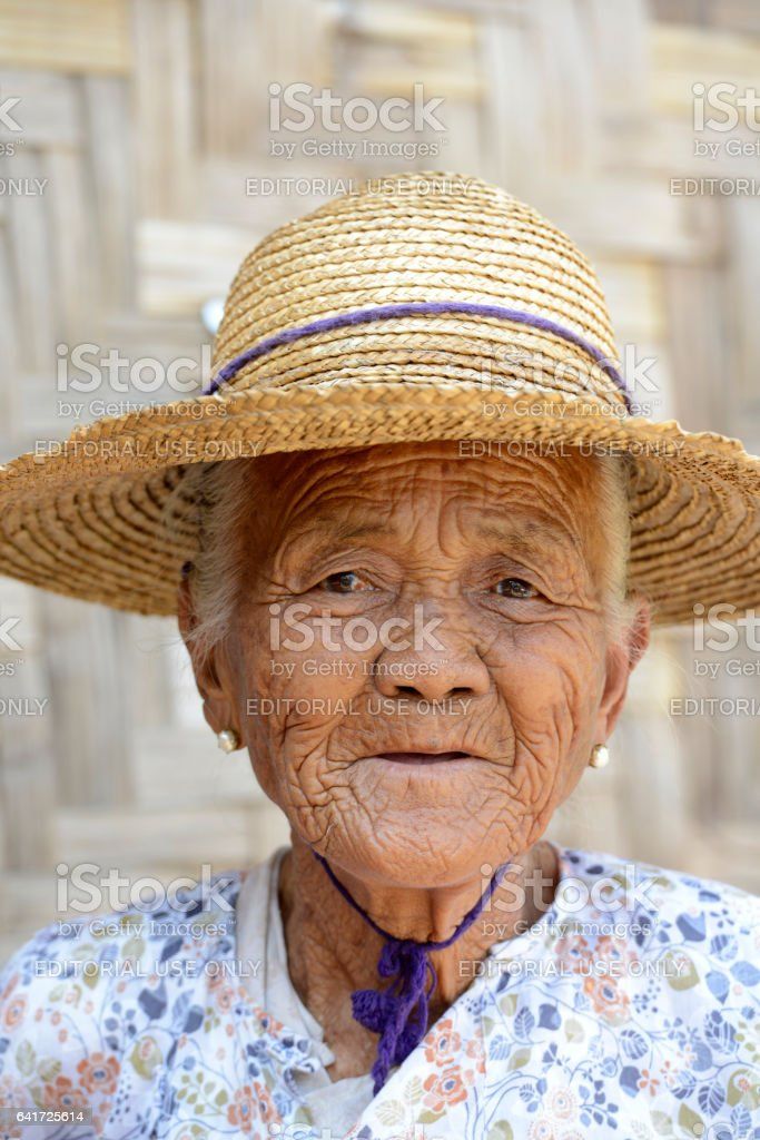 ASIA MYANMAR BURMA NYAUNGSHWE WOMEN stock photo