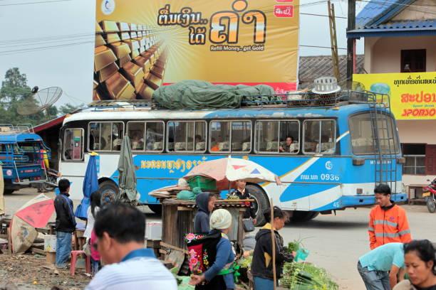 asia lao weine vieng luang prabang - vang vieng stock-fotos und bilder