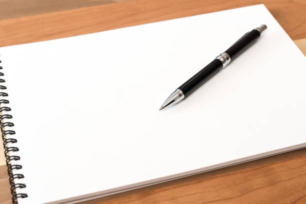 スケッチブックとペン スケッチブックとペンです。 メモ stock pictures, royalty-free photos & images