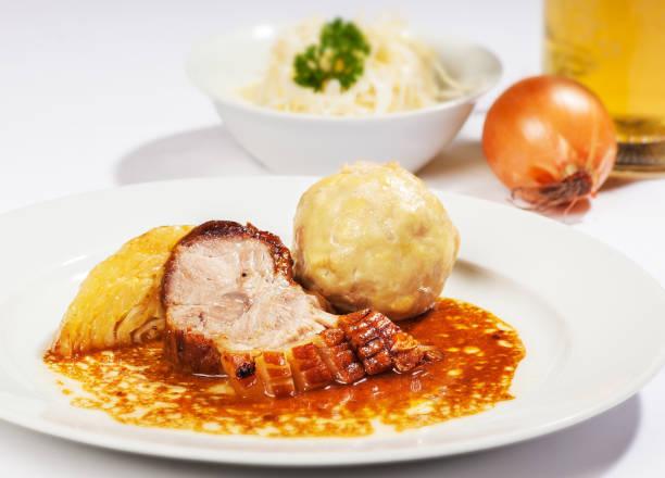 schweinsbrat ´l - rezepte mit hühnerfleisch stock-fotos und bilder