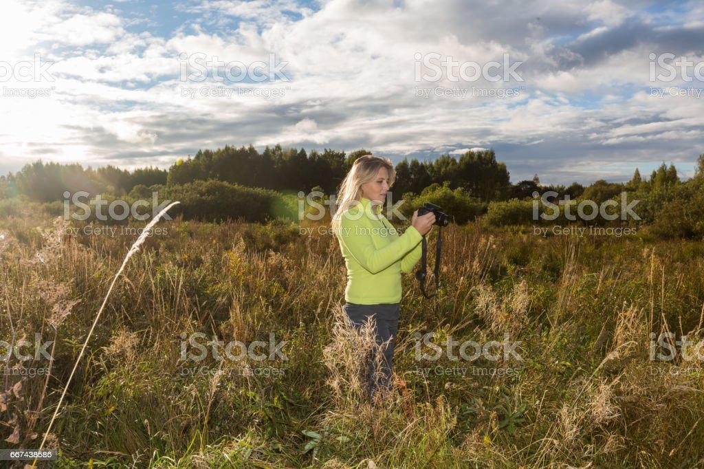 Женщина фотограф royalty-free stock photo