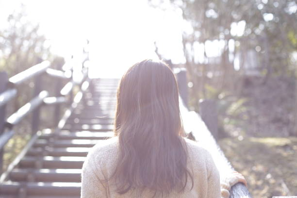 前進する日本人女性 - 決意 ストックフォトと画像