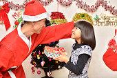 クリスマス(親子、サンタクロース)