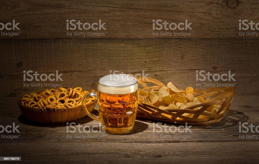 Пиво и чипсы royalty-free stock photo