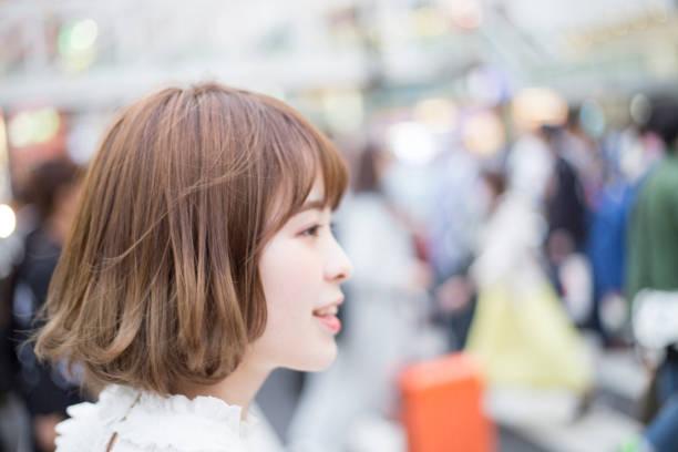 笑顔が可愛い女性 - 女性 横顔 日本人 ストックフォトと画像