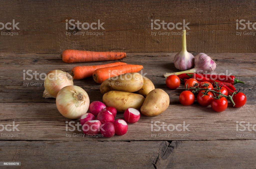 Овощи на деревянном фоне royalty-free stock photo