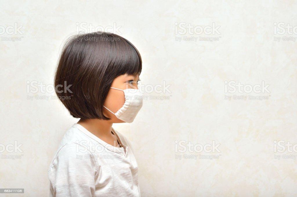 マスクをする女の子 stock photo