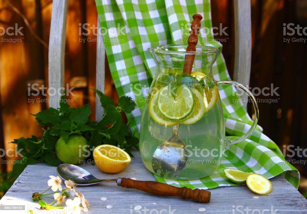 лимонад из лайма и лимона stock photo