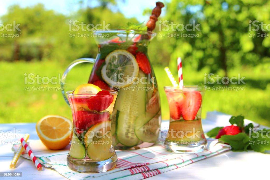 лимонад из клубники и огурца stock photo