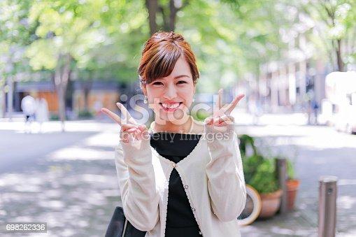 istock 笑顔が可愛い 女性 698262336