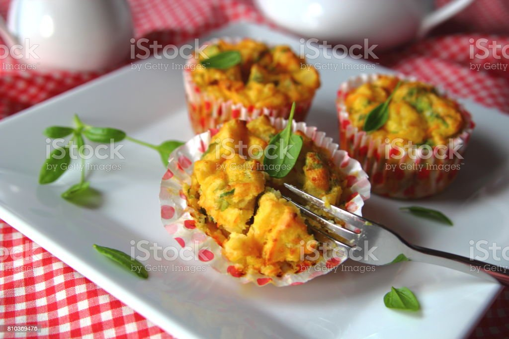 картофельно-морковный маффин stock photo