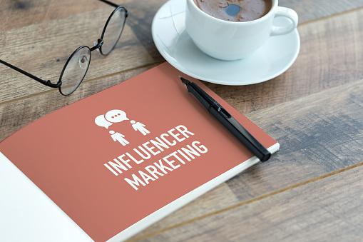 Influencer Marketing Concept - Fotografie stock e altre immagini di Affari