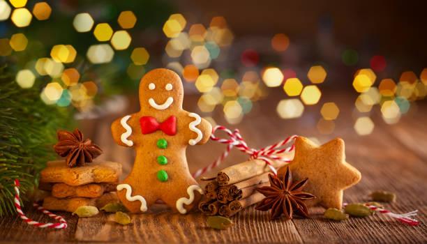 galletas de jengibre - gingerbread man fotografías e imágenes de stock