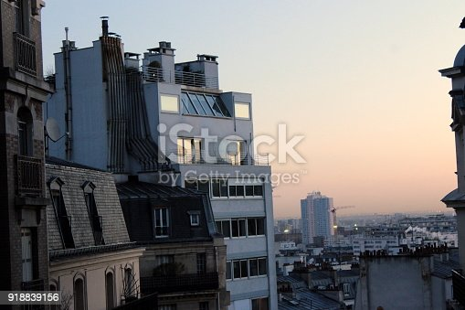 Vue sur Paris au lever du jour
