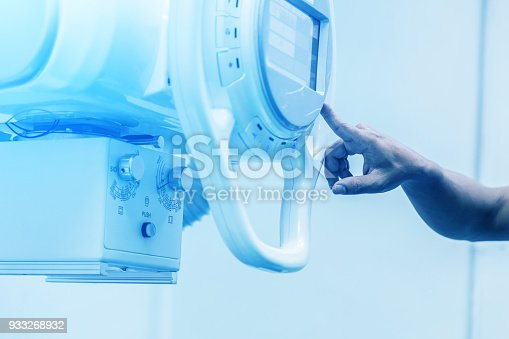 istock CLOSE UP HAND USE XRAY MACHINE 933268932