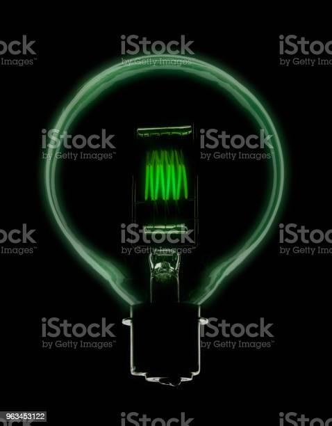 Żarówka Elektryczna Z Żarzącym Się Zielonym Żarnikem - zdjęcia stockowe i więcej obrazów Banknot