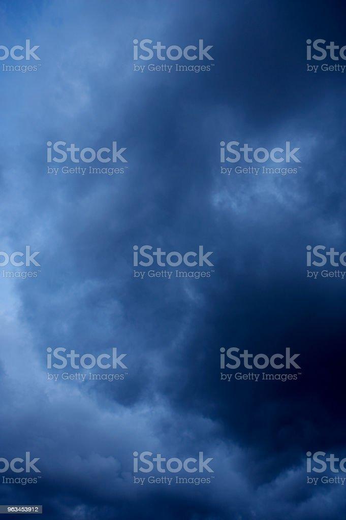 FIRTINA BULUTLAR GÖKYÜZÜNDE - Royalty-free Beyaz Stok görsel