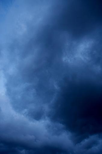 Firtina Bulutlar Gökyüzünde Stok Fotoğraflar & Beyaz'nin Daha Fazla Resimleri