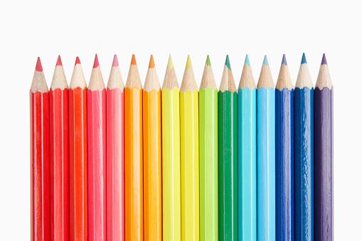 흰색 바탕에 색된 연필의 행 0명에 대한 스톡 사진 및 기타 이미지