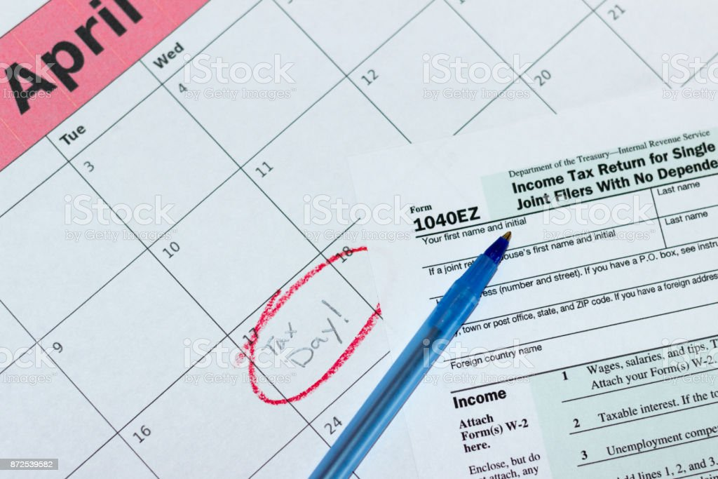 1040ez Form On April 2018 Calendar With Tax Day Circled In Red Stock
