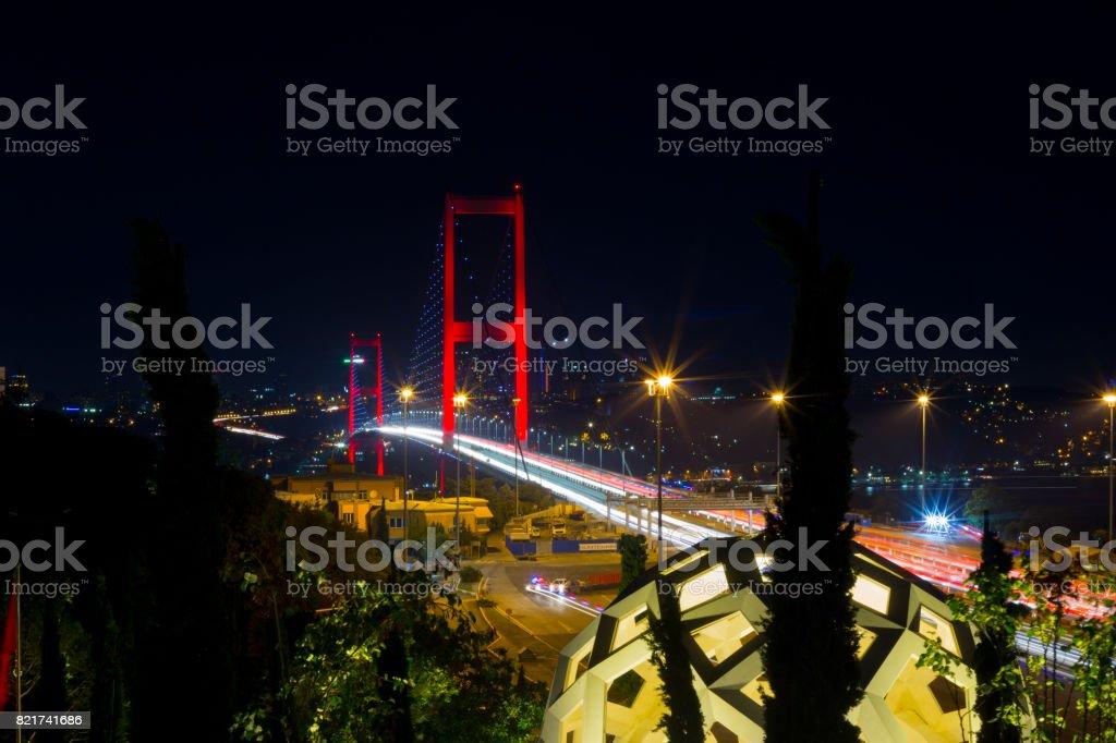 15 Temmuz şehit Köprüsü (15 Temmuz Sehitler Koprusu) Boğaziçi Köprüsü gece Istanbul, Türkiye stok fotoğrafı