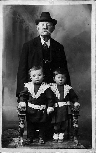 istock 1920s Alassio Liguria Italy italian family portrait 1050276846