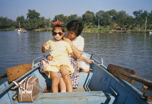 1980s China Mom and daughter on the boat photos of real life
