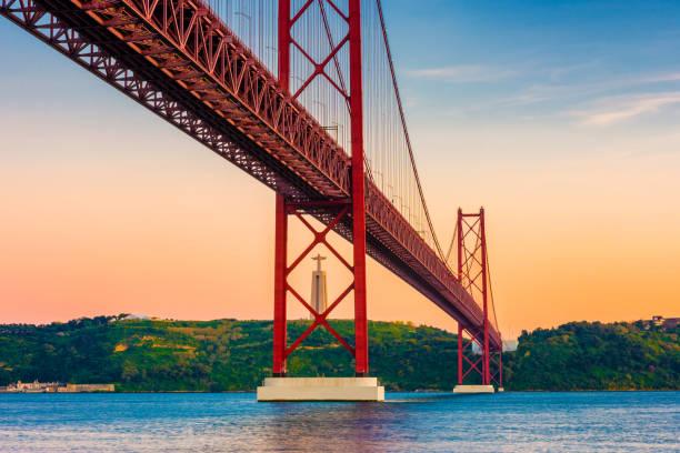 25th of april bridge lisbon portugal at sunset - cristo rei lisboa imagens e fotografias de stock