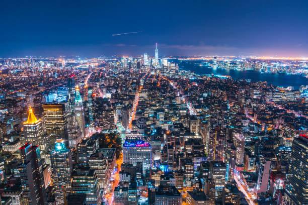 28/08/17, new york, é.-u.: gratte-ciel de new york dans la nuit - new york photos et images de collection