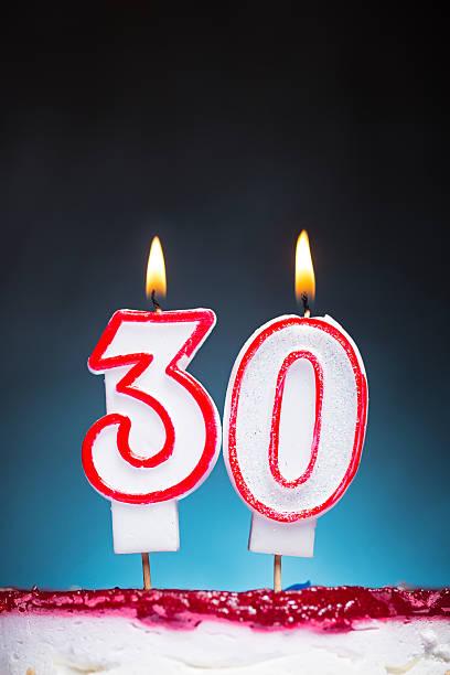 30 urodziny świec - 30 te urodziny zdjęcia i obrazy z banku zdjęć