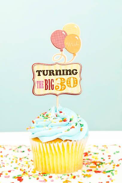 30 urodziny ciastko - 30 te urodziny zdjęcia i obrazy z banku zdjęć
