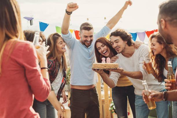 30-jahre-geburtstags-party - apfelweinkuchen stock-fotos und bilder