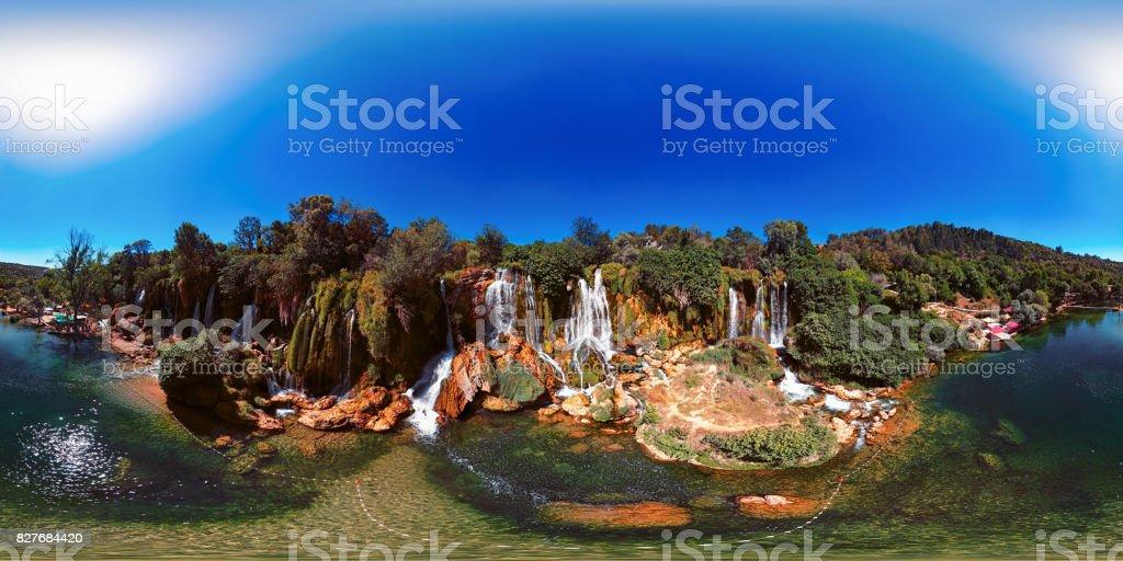 360 x 180 Grad vollsphärische (Equirectangular) Panorama der Kravica Wasserfälle, Bosnien und Herzegowina. – Foto