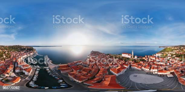 360 X 180 Graders Sfäriska Antenn Panorama Över Småbåtshamnen Och Gamla Stadskärnan Piran Slovenien-foton och fler bilder på 360 graders vy