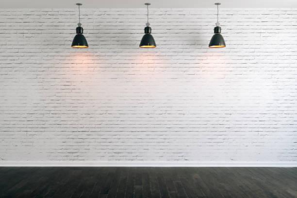 3d-흰색 벽돌 벽 및 천장 램프 - 흰색 벽돌 담 뉴스 사진 이미지