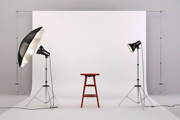 3 d studio-aufbau mit lichtern und weiße hintergrund - fotografische themen stock-fotos und bilder