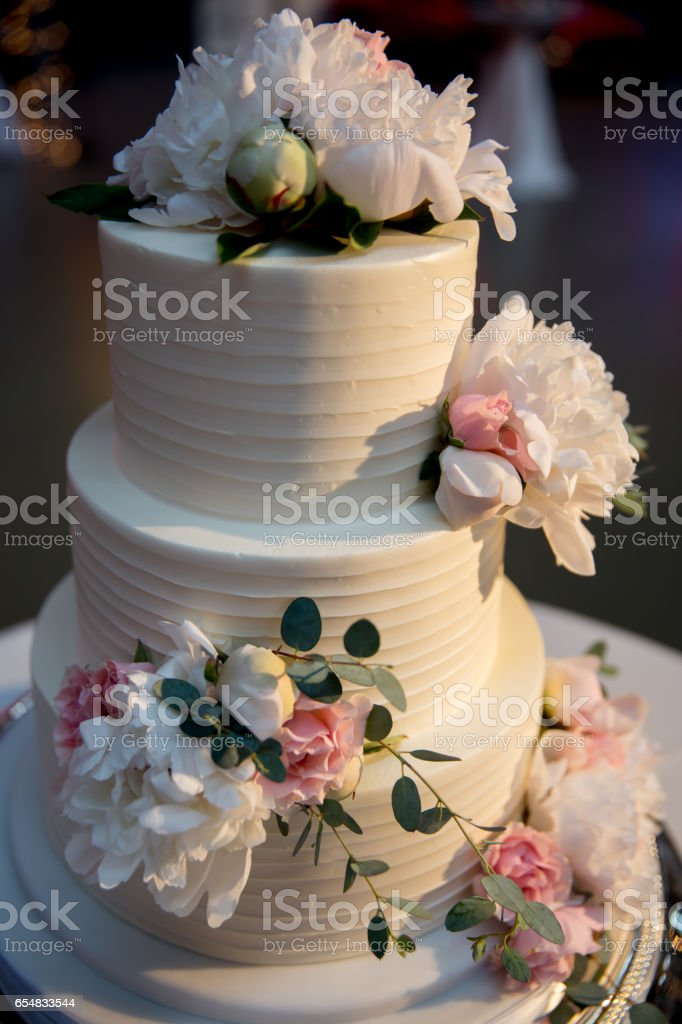 Photo De Stock De A 3tier White Wedding Cake With Flower Decoration