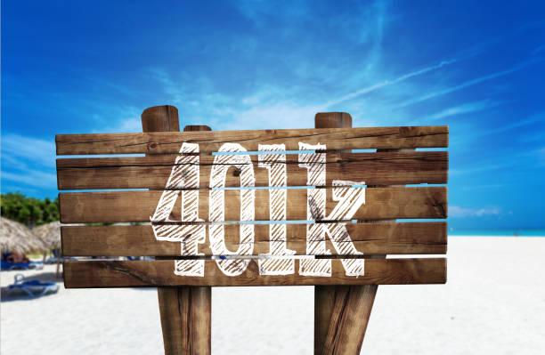 401 k holzschild am strand - k projekt stock-fotos und bilder