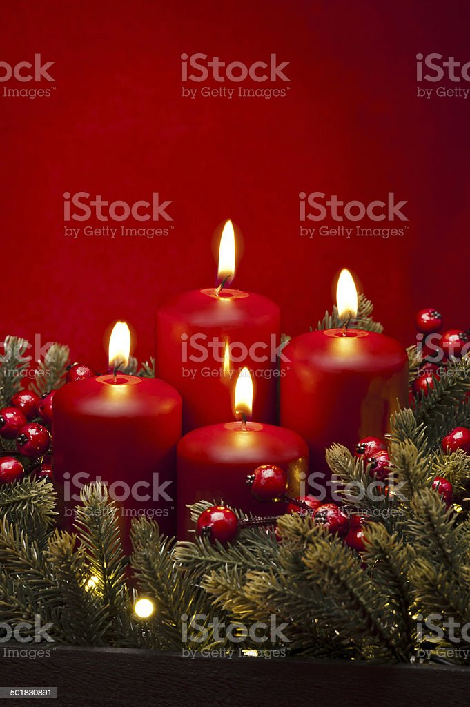 4 th Advent red Kerze und Blumen – Foto
