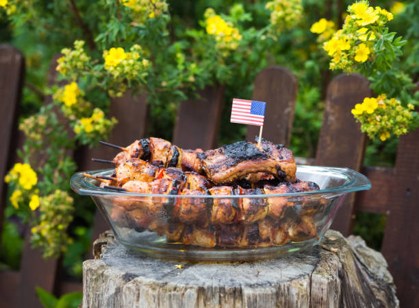 4th of july barbecue meat skewers - fourth of july стоковые фото и изображения