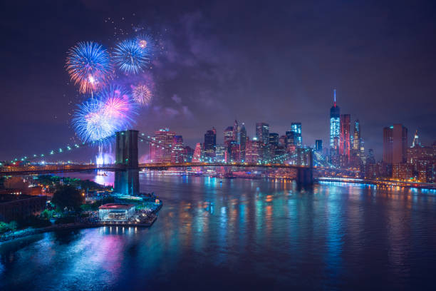 4th of july fireworks in new-york - fourth of july zdjęcia i obrazy z banku zdjęć