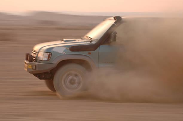geländewagen die wüste race - rally stock-fotos und bilder