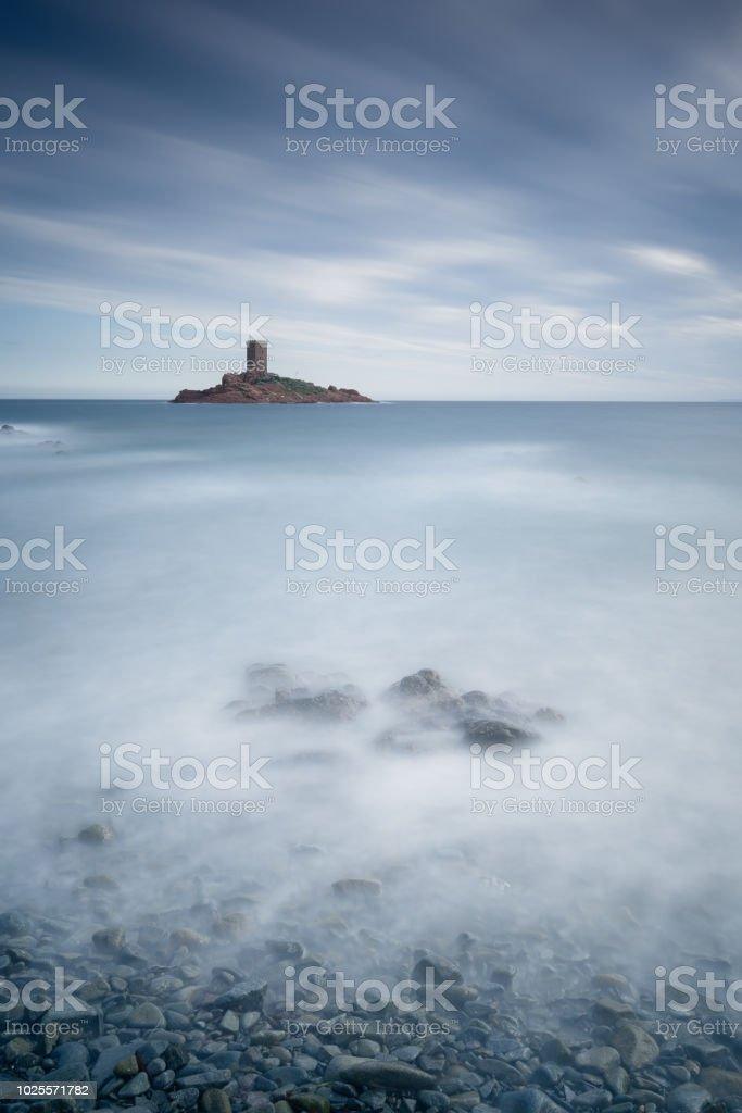 un affichage monochrome bleu autour de l'ile d'or (le dramont) - Photo